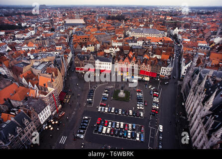 Bruges Belgium. 2000 View of Markt, the Market Square from the Belfry Bruges, Flemish: Brugge; German: Brügge is the capital and largest city of the province of West Flanders in the Flemish Region of Belgium, in the northwest of the country.  The area of the whole city amounts to more than 13,840 hectares (138.4 sq km; 53.44 sq miles), including 1,075 hectares off the coast, at Zeebrugge (from Brugge aan zee,[2] meaning 'Bruges by the Sea').[3] The historic city centre is a prominent World Heritage Site of UNESCO. - Stock Image