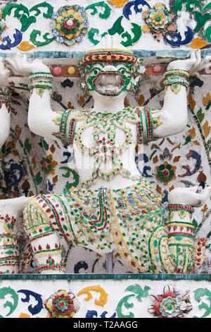 Statue of a mythological monkey supporting a Prang at Wat Arun, Bangkok, Thailand. - Stock Image