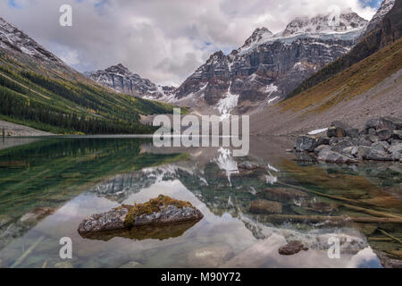 Lower Consolation Lake in the Canadian Rockies, Banff National Park, Alberta, Canada. Autumn (September) 2017. - Stock Image