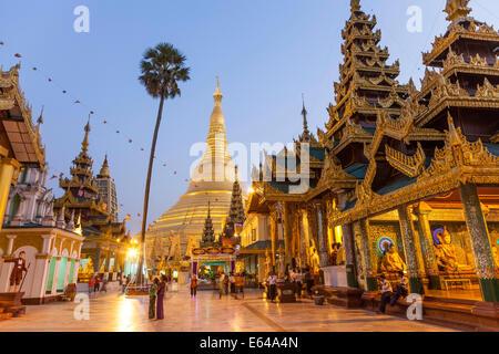 The great golden stupa, Shwedagon Paya (Shwe Dagon Pagoda), Yangon (Rangoon), Myanmar (Burma) - Stock Image
