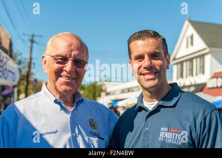 Bellmore, New York, USA. 20th September 2015. L-R, New York State Assemblyman DAVE MCDONOUGH and New York State - Stock Image
