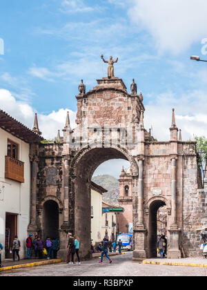 Cusco, Peru - January 6, 2017. View of the Santa Clara Arch in San Francisco square - Stock Image