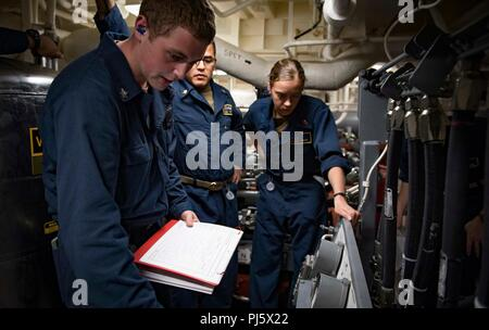180828-N-UY653-025  MEDITERRANEAN SEA (Aug. 28, 2018) Sailors man the aft-steering station during a loss of steering drill aboard the Arleigh Burke-class guided-missile destroyer USS Carney (DDG 64) Aug. 28, 2018. Carney, forward-deployed to Rota, Spain, is on its fifth patrol in the U.S. 6th Fleet area of operations in support of regional allies and partners as well as U.S. national security interests in Europe and Africa. (U.S. Navy photo by Mass Communication Specialist 1st Class Ryan U. Kledzik/Released) - Stock Image