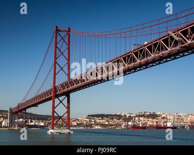 Portugal, Lisbon, ponte 25 de Abril, (25th April Bridge) over Tagus River, panoramic - Stock Image