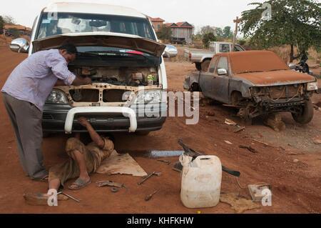 Cambodia: a makeshift roadside garage encountered in rural Mondulkiri province, where self-taught mechanics work - Stock Image