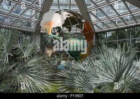 Palmengarten Tropicarium greenhouse building, a botanical garden in the Westend Sud district of Frankfurt am Main, Hesse, Germany. - Stock Image