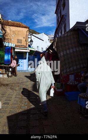 Chefchaouen, Morocco : A man wearing a djellaba walks in the medina. - Stock Image