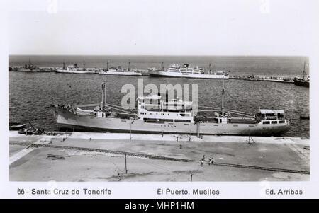 Docks at Santa Cruz de Tenerife, Canary Islands.      Date: circa 1940s - Stock Image