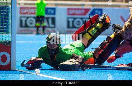 Krefeld, Germany, June 16 2019, hockey, women, FIH Pro League, Germany vs. Australia:  goalie Jocelyn Bartram (Australia, L) reacts. - Stock Image