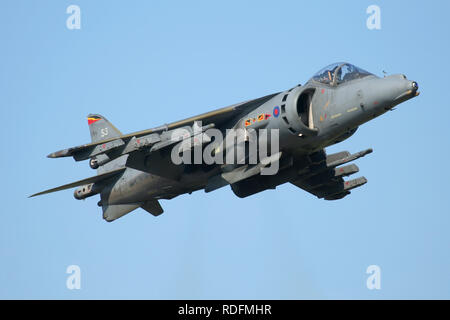 RAF Harrier display at the 2006 RAF Waddington air show. Aircraft comes from 4 Squadron at nearby RAF Cottesmore. - Stock Image