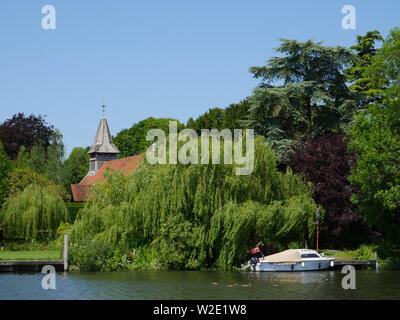 St. John the Baptist,  Church of England Church, Moulsford-on-Thames, Oxfordshire, England, UK, GB. - Stock Image