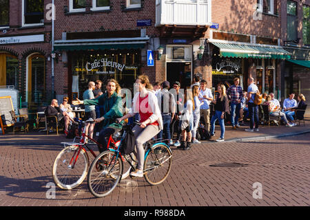 Young people enjoy summer weather in Amsterdam, Netherlands - Stock Image