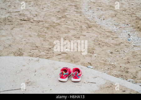 Pair of childs shoes left by Gyllyngvase Beach, Falmouth, Cornwall 25/10/2016 - Stock Image