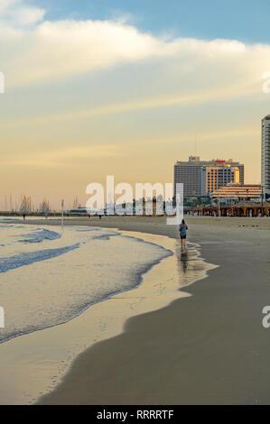 Person going for a morning jog along the Tayelet, Tel Aviv's urban beach, Tel Aviv, Israel - Stock Image