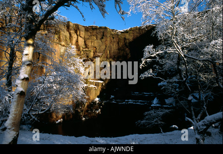 Snow and blue sky at climers Lawrencefield quarry Derbyshire Peak District National Park - Stock Image