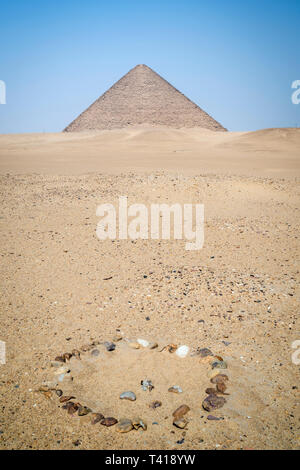 Circle of rocks in front of the Red pyramid at Dahshur Necropolis near Cairo, Egypt - Stock Image