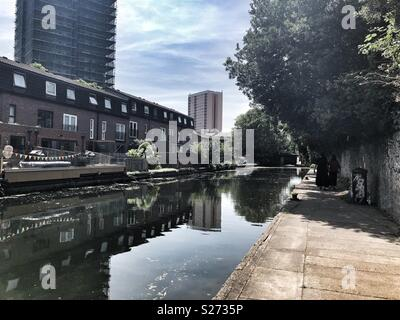 Hertford Union canal on a Sunny day in Bow, East London - Stock Image