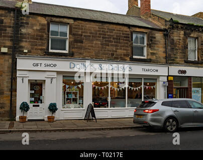Dolly and Daisy's tea room Queen Street Amble. Amble is a small town on the north east coast of Northumberland in North East England. Cw 6658 - Stock Image