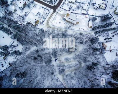 Winter in Vilnius, Lithuania: aerial view of Tuputiskes Seprentine Road - Stock Image