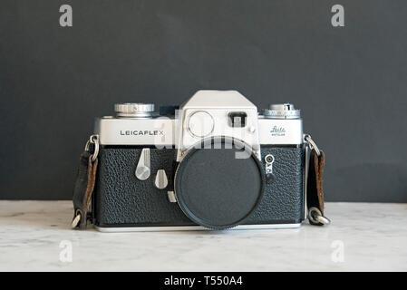 Leicaflex 35mm SLR film camera by Leitz, Wetzlar, c.1964 - Stock Image