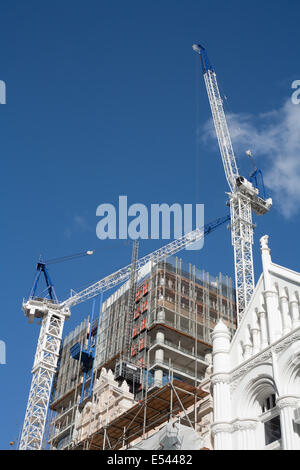 Cranes being used in the construction of a new skyscraper. - Stock Image