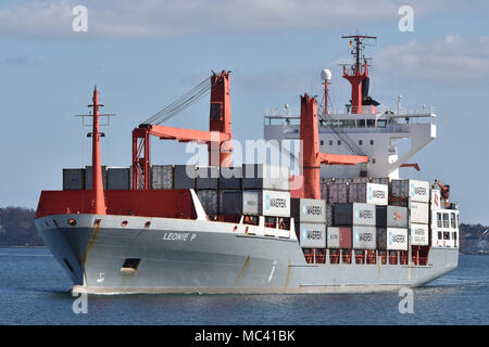 Feedervessel Leonie P entering the Holtenau locks (Kiel Canal) - Stock Image