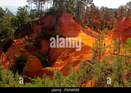 France, Provence Alpes Cote d'Azur, department of Vaucluse (84), Natural park of Luberon, Roussillon (most beautiful village of France) old ochre quarry - Stock Image
