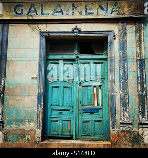 Old building with big doors in Matanzas Cuba - Stock Image