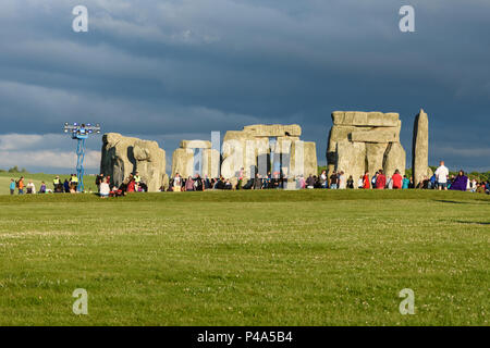 Stonehenge, Amesbury, UK, 20th June 2018,   Stonehenge in the evening sunlight at the start of the solstice gathering  Credit: Estelle Bowden/Alamy Live News. - Stock Image