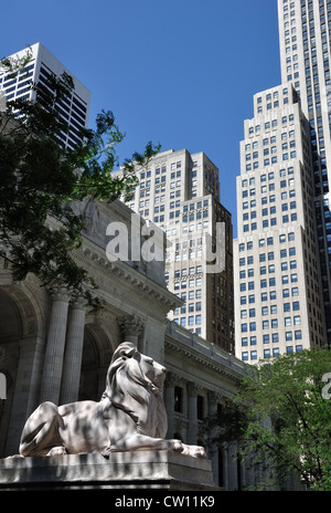 Lion sculpture at a library, New York City, USA - Stock Image