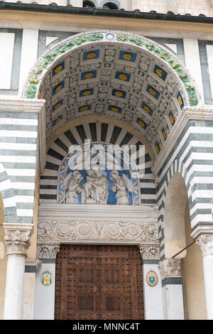 Ceramic tiled decoration above the entrance to the San Zeno Cathedral, Pistoia, Tuscany, Italy, Europe - Stock Image