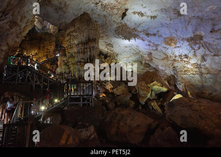 Interior of Dong Thien Duong cave, also known as Paradise Cave, in Phong Nha National Park, North-Central Vietnam. The area has been designated a UNES - Stock Image