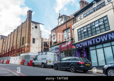 A building on Gordon Street in Luton is being partly demolished and a new steel structure is being constructed in front. - Stock Image
