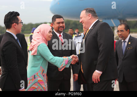 Secretary Michael R. Pompeo arrives in Kuala Lumpur, Malaysia and is greeted by Ambassador Lakhdhir, Malaysian greeters, Protocol officers, interpreters. - Stock Image