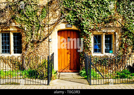 Bourton on the Water, Cotswolds, Cottage, Gloucestershire, England - Stock Image