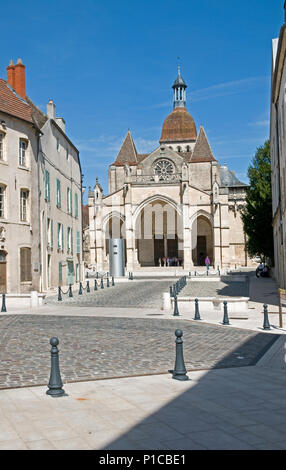 Cathedral of Notre Dame or Basilique Collégiale Notre Dame Beaune Burgundy France built in the Romanesque and Gothic styles from 11th to 15th century - Stock Image