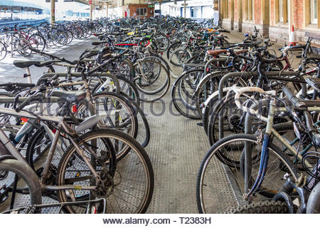 A bicycle (bike, cycle) park on the platform at Bristol Temple Meads Railway Station, England, UK - Stock Image