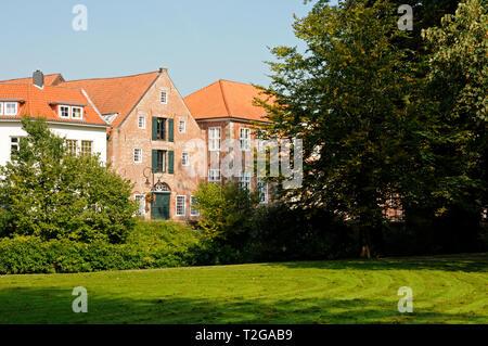 Ausblick vom Schlossgarten auf das Amtsgericht, Jever, Deutschland.   View from the castle garden to the local court, Jever, Germany. - Stock Image