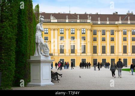 Schonbrunn garden, view of people walking along a tree-lined path in the gardens of the Schloss Schönbrunn in Vienna, Austria. - Stock Image