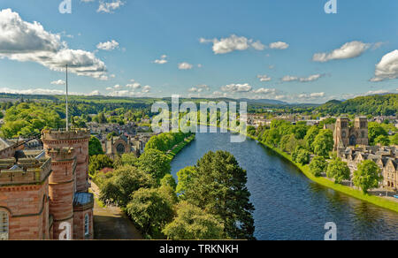 INVERNESS CITY SCOTLAND CENTRAL CITY THE RIVER NESS LOOKING FROM THE CASTLE TO ST ANDREWS CATHEDRAL NESS WALK AND WHITE PEDESTRIAN INFIRMARY BRIDGE - Stock Image
