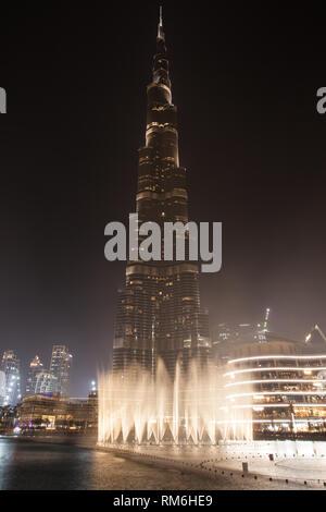 Burj Khalifa and Dubai Fountain at night, Dubai, United Arab Emirates. - Stock Image