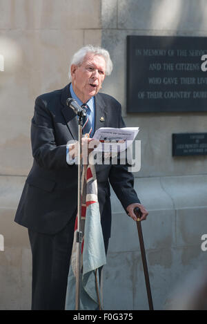 Portsmouth, UK. 15th Aug, 2015. Len Russell, WWII RAF Pilot, Burma Star Association reads 'The Kohima Epitaph' - Stock Image