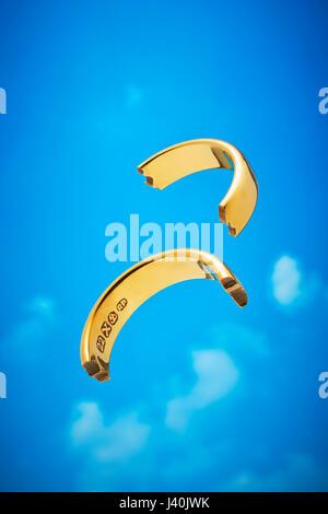 Broken Gold Wedding Ring - Stock Image