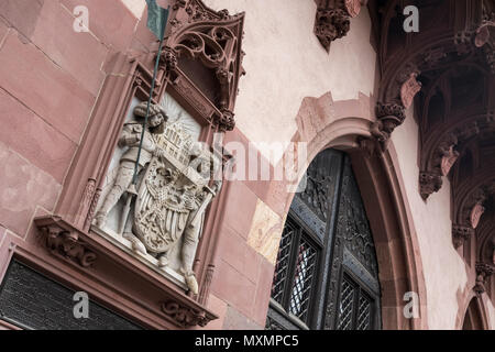 Close up detail of City Hall and Lord Mayor's building (Romer), showing  Römer buildings, the Coat of Arms and 2 knights, Frankfurt am Main, Germany. - Stock Image