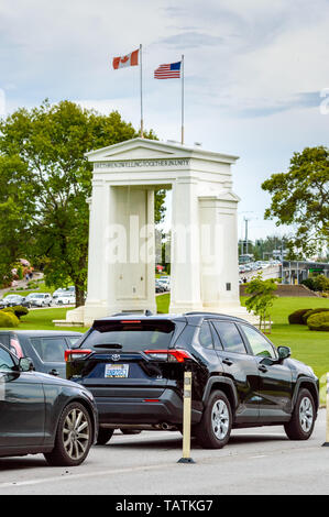 May 26, 2019 - Surrey, BC: Traffic lineup on Canadian side on the approach to USA border at Peace Arch Park. - Stock Image