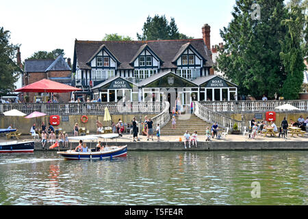 People enjoying refreshments & boat hire on hot summer day at riverside Boat House pub business on River Thames Wallingford Oxfordshire England UK - Stock Image