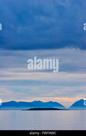 Sunset at Nupen: the Vesterålen islands seen from island Hinnøya in northern Norway. - Stock Image