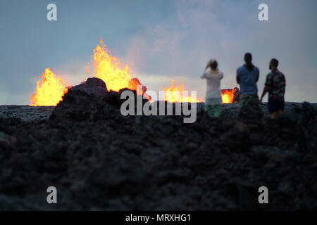 Residents view activity at fissure 7 at the Leilani Estates residential area caused by the eruption of the Kilauea volcano May 26, 2018 in Pahoa, Hawaii. - Stock Image