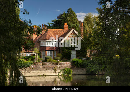 England, Berkshire, Goring on Thames, rear of Mill Cottage where George Michael lived and died - Stock Image