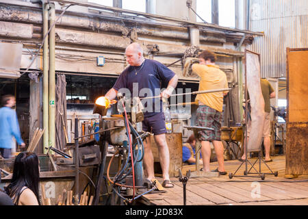 Czech Republic, Nizbor. Glass blowers working at Ruckl Crystal Factory. Credit as: Wendy Kaveney / Jaynes Gallery - Stock Image